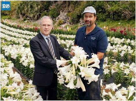 Governor with Easter lilies for Queen