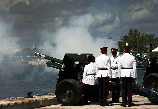 Bermuda Regiment guns