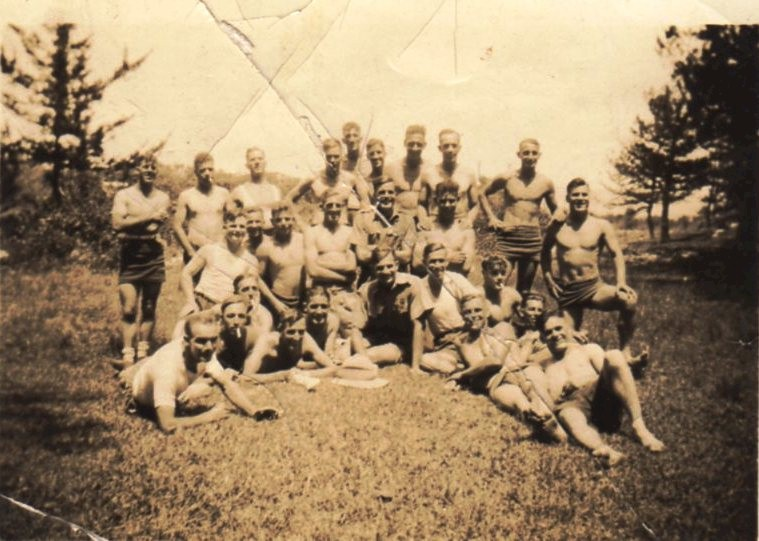 Sherwood Foresters in Bermuda with their CO