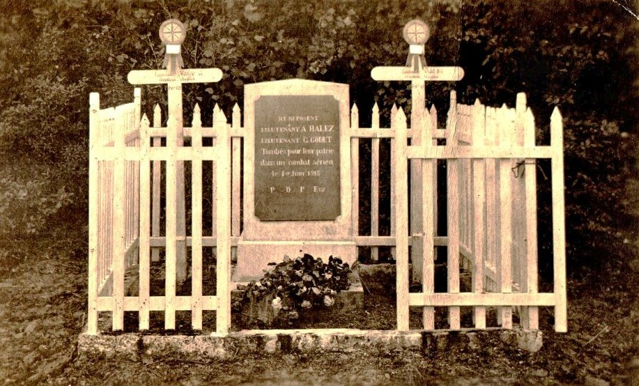 WW1 first war grave of 2Lts Godet and Haley